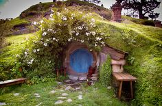 unairedepisodes-photo:  When I first saw this, I immediately thought of a hobbit's home.    Just another Hobbit's hole