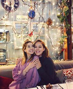Tanya & Zoe <3 Best Friend Goals, My Best Friend, Best Friends, Zoella Outfits, Pretty People, Beautiful People, Tanya Burr, Zoe Sugg, British Youtubers