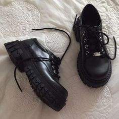 Aesthetic Shoes, Aesthetic Clothes, Goth Shoes, Chunky Shoes, Pretty Shoes, Dream Shoes, Edgy Outfits, Platform Boots, Pumps