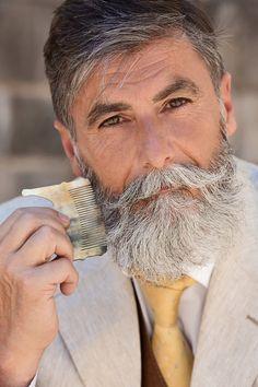 Philippe Dumas  modèle de mode après sêtre fait pousser la barbe à 60 ans  2Tout2Rien