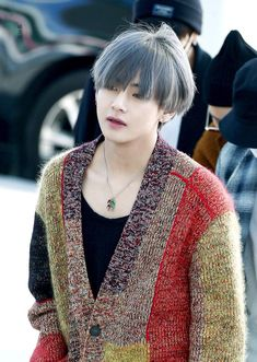 I say Snow White is a prince, who's also known as Kim Taehyung. Kim Taehyung Hot, Namjoon, Yoongi, Hoseok, Taehyung Gucci, Taehyung 2017, Jimin, Bts Bangtan Boy, Daegu