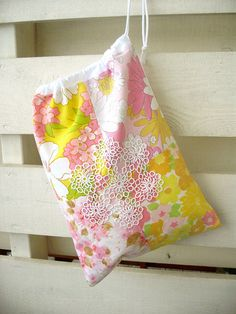 drawstring bag (love the sheets used here!)