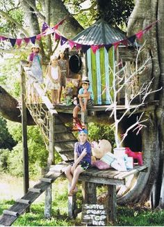 Rustic kids tree house inspiration: I'm in love with this tree house! Cubby Houses, Play Houses, Kid Tree Houses, Dog Houses, Trees Draw, Outdoor Play, Outdoor Sheds, Outdoor Living, Kid Spaces