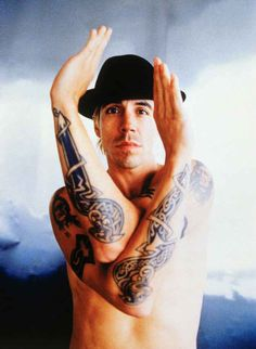 anthony kiedis!! red hot chili peppers, you are legendary!