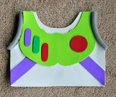 diy costumes DIY Kids Buzz Lightyear No Sew Halloween Costume Toy Story Party, Toy Story Kostüm, Toy Story Crafts, Festa Toy Story, Toy Story Birthday, Buzz Lightyear Kostüm, Disfraz Buzz Lightyear, Buzz Costume, Buzz Lightyear Halloween Costume