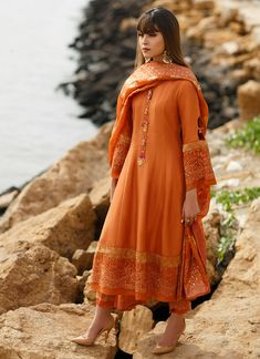 Pakistani Dresses Casual, Indian Dresses, Indian Outfits, Pakistani Clothing, Stylish Dresses, Casual Dresses, Fashion Dresses, Girls Dresses, Fancy Dress Design