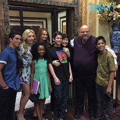 """Photos: """"Jessie"""" Cast Together As They Wrapped On Their 4th Season February 20, 2015 - Dis411"""