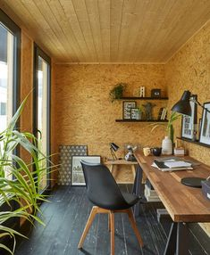 Abri de jardin bois Decor home, m² mm 5400 euros Garden Home Office, Shed Office, Office Pods, Summer House Garden, Garage Office, Backyard Office, Backyard Studio, Garden Studio, Home Office Design
