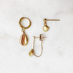 Golden shell theme – By★Nouck Jewelry Jewelry Accessories, Fashion Accessories, Mode Shoes, Shops, Small Earrings, Shell Jewelry, Gold Plated Earrings, Earrings Handmade, Jewelry Stores