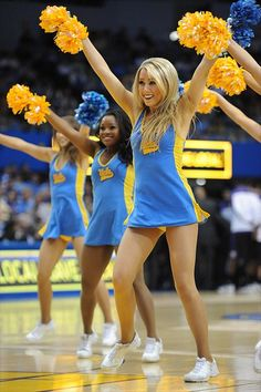 these unis are terribly cute. :) 2013 photo gallery of UCLA Bruins cheerleaders from the University of California, Los Angeles. College Cheerleading, Cheerleading Pictures, Cheerleading Outfits, Hottest Nfl Cheerleaders, Football Cheerleaders, Cute Cheer Pictures, Sixpack Workout, Professional Cheerleaders, Ice Girls