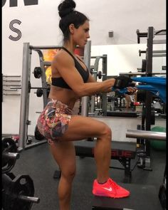 Do these 2 single leg exercises as a superset. (No rest in between) @anita.herbert . yes this is my speed / tempo. the video is NOT in…
