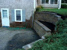 Walkout Basement Retaining Wall Ideas - The Best Image Search Walkout Basement Patio, Basement Entrance, Basement Walls, Backyard Patio, Backyard Landscaping, Landscaping Ideas, Patio Wall, Landscaping Retaining Walls, House Ideas