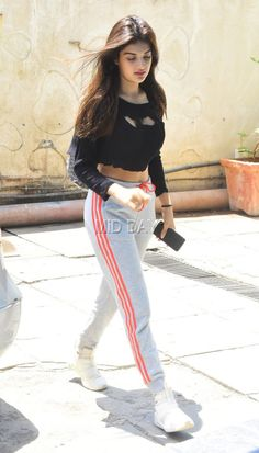 Nidhhi was wearing a black crop-top, grey track pants and sneakers at the gym! Bollywood Girls, Bollywood Actress Hot, Beautiful Bollywood Actress, Indian Bollywood, Bollywood Fashion, Beautiful Actresses, Beautiful Girl Indian, Most Beautiful Indian Actress, Beautiful Girl Image