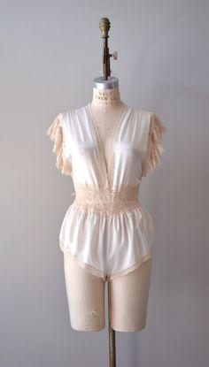 vintage lingerie / l