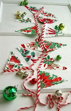 Use a vintage Christmas table cloth to make some festive bunting! Christmas Bunting, Christmas Table Cloth, Christmas Sewing, Merry Little Christmas, Retro Christmas, Vintage Holiday, Christmas Projects, All Things Christmas, Holiday Crafts