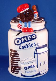 A photo gallery of 10 hard-to-find Oreo cookie jars that were released in the and early Bear Cookies, Milk Cookies, Cute Cookies, Oreo Cookies, Cupcake Cookies, Biscuits, Antique Cookie Jars, Kinds Of Cookies, Vintage Cookies