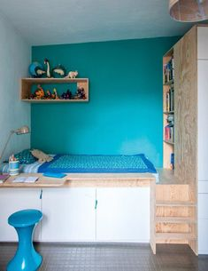 Une petite chambre en perspective - Marie Claire Maison this bedroom! Small Spaces, Interior, Home Bedroom, Tiny Bedroom, Bedroom Design, Blue Kids Room, Home Decor, House Interior, Bedroom Inspirations