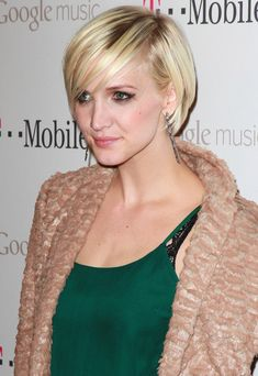 Layered Razor Cut Lookbook: Ashlee Simpson wearing Layered Razor Cut (17 of 36). Ashlee Simpson Wentz looked adorable with her chic cut and smoky, retro eye makeup at the launch of Google Music.