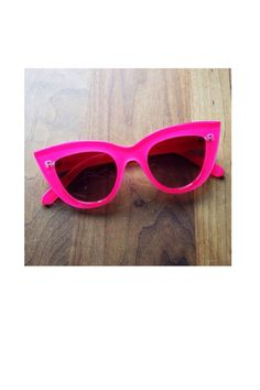 Say H.E.L.L.O. to them beauuuties! Fuchia cat eye sunglasses from QUAY! Officially in stock TODAY!