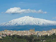 Monte Etna - Veduta sul vulcano innevato e Regalbuto