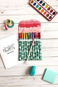 Pencil Pouch + Tutorial by Ameroonie Designs | Fabric: Ahoy! Mermaids by Melissa Mortenson for Riley Blake Designs Sewing Blogs, Sewing Tutorials, Tutorial Sewing, Sewing For Kids, Baby Sewing, Crayon Holder, Pencil Organizer, Pink Ocean, Pencil Pouch