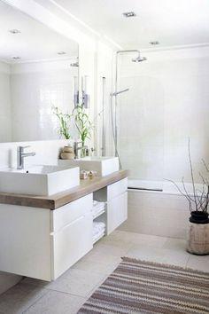 deco salle de bain, dallage gris foncé, portes coulissantes, douche italienne, plafond blanc, grand miroir
