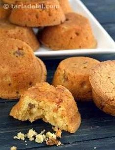 Deliciously soft muffins with a tangy orange flavour, dotted with soft sweet raisins, orange raisin muffins make a sumptuous treat for your kids. Muffin Recipes, Baby Food Recipes, Baking Recipes, Bread Recipes, Healthy Snacks List, Healthy Cookies, Indian Desserts, Fun Desserts, Dessert Ideas