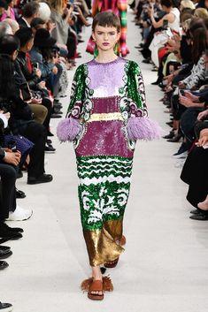 Valentino Spring 2019 Ready-to-Wear Collection - Vogue Fashion Week Paris, Runway Fashion, High Fashion, Fashion Tips, Fashion Design, Fashion Trends, Womens Fashion, Fashion 2018, Latest Fashion