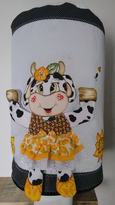 Capa galão vaquinha 3D vestido amarelo | Nuza Artes | Elo7