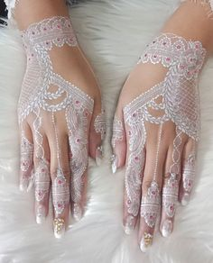 Henna Tattoo Hand, Henna Tattoo Designs, Henna Art, Hand Tattoos, Tatoos, Kebaya Wedding, Wedding Henna, Wedding Nails, Dulhan Mehndi Designs