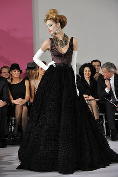 John Galliano Takes a Riding Crop to Spring 2010 Dior Couture, While Tavi's Giant Bow Grabs Some of the Attention Photo 1