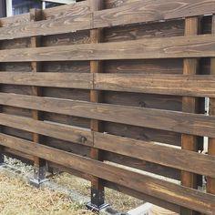 木製フェンス  #ホームセンター  に売ってある #柱固定金具  を使用して  #木製フェンス  を #施工 しました  #滋賀  #滋賀県  #滋賀新築  #滋賀リフォーム  #柱 #日野町 #diy  #エクステリア #外構  #塀  #ガードラック  #和信  #ブラウン  #米ヒバ  #杉 #木材