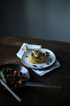 our food stories: glutenfree pasta with chanterelles and tahini-cream-sauce