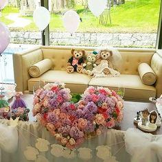 ❤結婚式❤  メインテーブル装花(*^^*) 可愛くハートの形にお花もラプンツェルカラーでチューリップとバラ、水色のお花はいれて欲しいとお願い(*^^*) #結婚式#高砂#高砂装花#ウエディング#wedding#weddingphoto#weddingflower#ブライダル#BRIDAL#チューリップ#ダッフィー#シェリーメイ#daffy#shellymay#高砂ソファ