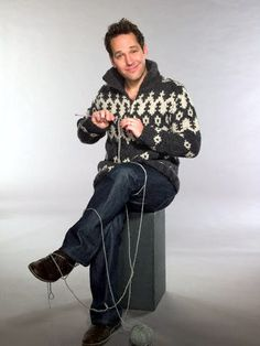 knitting -- While he doesn't LOOK anything like my husband, he reminds me of my husband's personality. And I love him already, and now a knitting picture of Paul Rudd. Knitting Humor, Crochet Humor, Knitting Projects, Knitting Patterns, Knit Crochet, Knitting Club, Knit Art, Paul Rudd, Yarn Bombing