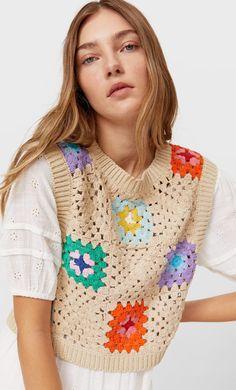Crochet Waistcoat, Crochet Jumper, Crochet Blouse, Pull Crochet, Crochet Diy, Easy Crochet Patterns, Ärmelloser Pullover, Granny Square, Diy Mode