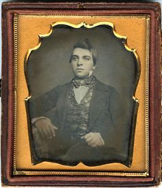 EARLY-1-6-PLATE-DAGUERREOTYPE-PORTRAIT-OF-A-YOUNG-HANDSOME-MAN