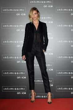 Anja Rubik à la soirée Intimissimi On Ice: Opera Pop à Vérone