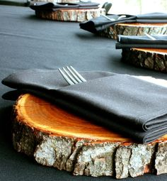 #rustic #wood #place setting #charger #holidays #festive