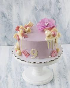 Доброе утро. Когда отдавала этот торт, подумала о том, как бы я радовалась в свои 9 лет такому тортику. Нежный девичий декор из бельгийского белого шоколада. Для заказов обращайтесь в W/APP. Торты от 2кг. 1200руб/1кг, декор оплачивается дополнительно. . Запись на декабрь идёт уже очень активно. Кто хочет тортик в декабре обращайтесь уже сейчас. . #свадьбакраснодар #деньрождениякраснодар #свадьба #деньрождения #юбилей #юбилейкраснодар #капкейки #капкейкикраснодар #тортназаказ #краснодарф...
