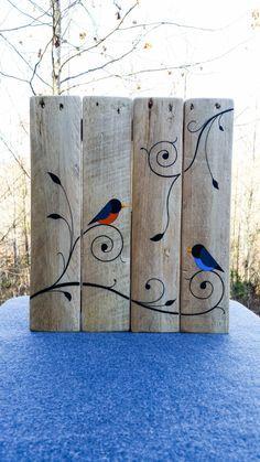 Pronto da appendere, dipinti uccelli e viti su legno recuperato dai pallet. 13 x 15