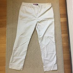 Vineyard vines khaki pants These are gently worn khakis from Vineyard vines. In really great condition and great for every season! Comfortable & durable. Vineyard Vines Pants