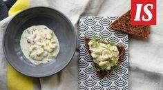 Vappu Pimiän raikas toast skagen on helppo väli- tai iltapala. Se sopii myös illalliselle alkupalaksi.