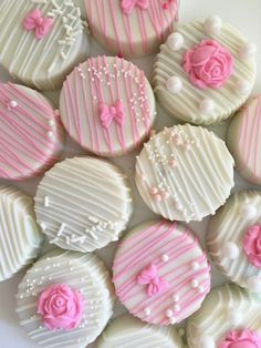 Pearls And Roses White Chocolate Covered Oreos-Baby Shower, Weddings, — The Iced Sugar Cookie Oreo Pops, Oreo Cookie Pops, Oreo Cookies, White Chocolate Covered Oreos, Chocolate Covered Strawberries, Chocolate Chocolate, Chocolate Cupcakes, Gateau Baby Shower, Baby Shower Cookies