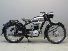 Старинный мотоцикл Sparta NL200 1954