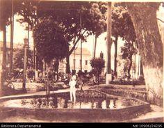 Biblioteca Departamental Jorge Garces Borrero y DIEGO ESPINOZA ROJAS. Antiguo parque de Bolivar en el municipio de Palmira y A245. PALMIRA: Biblioteca Departamental Jorge Garces Borrero, 1960. 15 x 10.