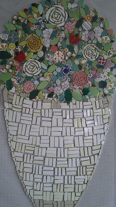 Cesto con flores.mosaico sobre malla para pared!