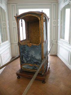 Château de La Roche-Guyon chaise a porteur XVIIIeme.JPG