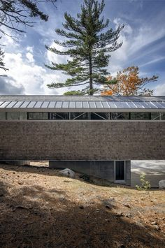 Mirror Point Cottage / MacKay-Lyons Sweetapple Architects