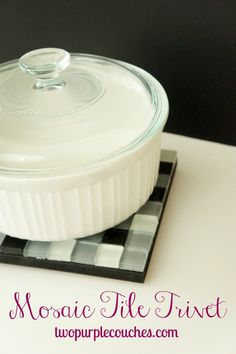 How to make your own kitchen trivet with simple step-by-step instructions. This makes a cute house-warming or bridal shower gift! Diy Pallet Projects, Cool Diy Projects, Kitchen Gifts, Diy Kitchen, Purple Couch, Interior Decorating Tips, Diy Home Decor Bedroom, Mosaic Tiles, Mosaics